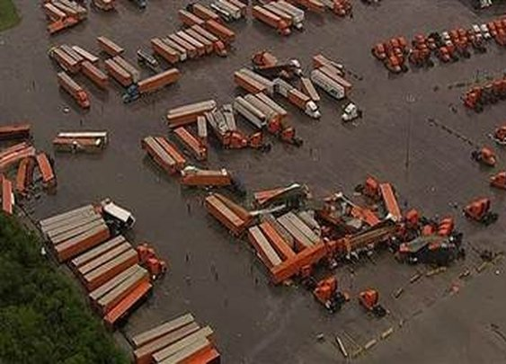 Tornado picks up, spins tractor trailers in Dallas, TX