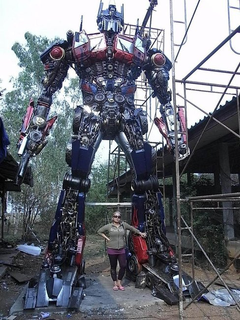 Thai Sculptor Transforms Scrap Parts Into Jumbo Autobots