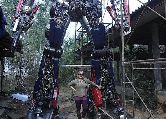 Thai Sculptor Transforms Scrap Parts Into Jumbo Autobots