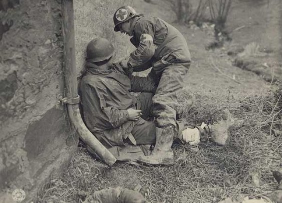Save Lives Like a Combat Medic: How to Use a Tourniquet to Control Major Bleeding | The Art of Manliness