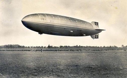 Colour photographs of the Hindenburg interior, 1930s | Retronaut