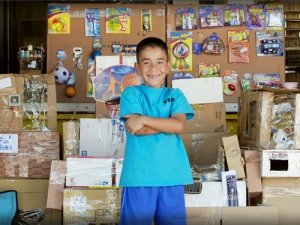 theCHIVE: Kid builds an elaborate arcade out of cardboard boxes
