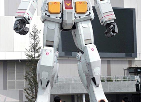 PHOTO/ Gundam robot goes into action in Tokyo's Odaiba