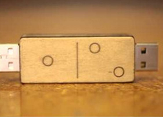 DIY Two-Sided Flash Drive Keeps Your Files Organized, Saves You Space