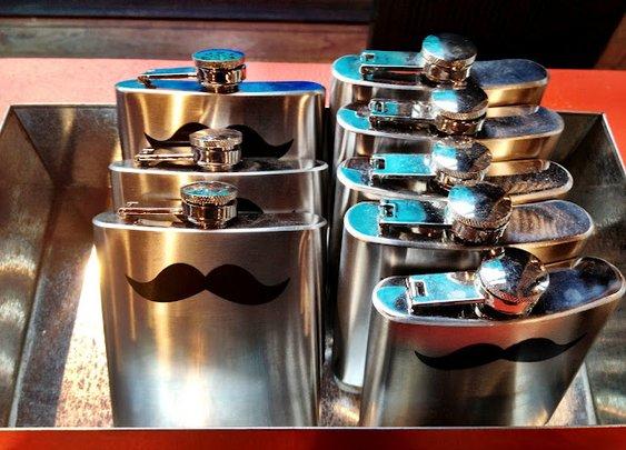 A Very Gentlemanly Hip Flask | Simon's Jamjar