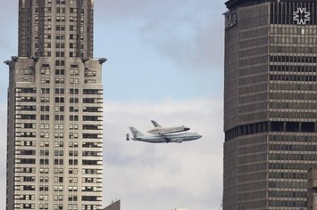25 Incredible Pictures Of The Space Shuttle Enterprise Going Over New York City
