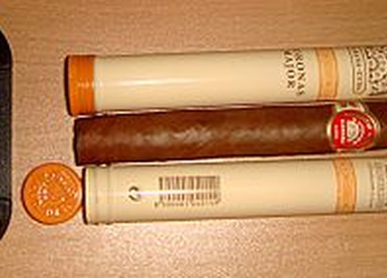 Are Cigars Best Stored Naked?