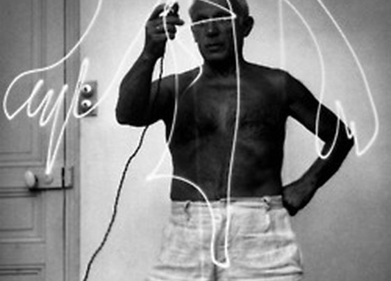 ghost in the machine - Picasso's Light Art in 1949 photographed byGjon...
