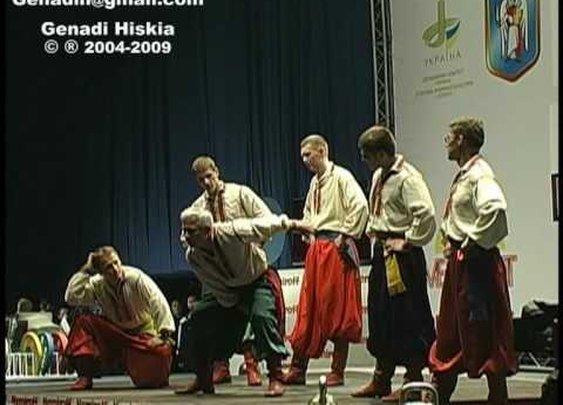 Kettlebell Juggling Show - European Weightlifting Championships   Ukraine Kiev May 2004      - YouTube