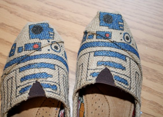 Custom Burlap R2D2 Toms Shoes   Made to order  by LaurensToms