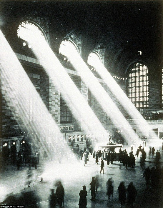 The main concourse of Grand Central Terminal, New York 1937