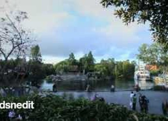 Disney-lapse: A time-lapse journey through Disneyland.      - YouTube