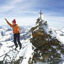 Man Walks on Tight Rope Between Swiss and Italian Matterhorn Peaks - SPIEGEL ONLINE