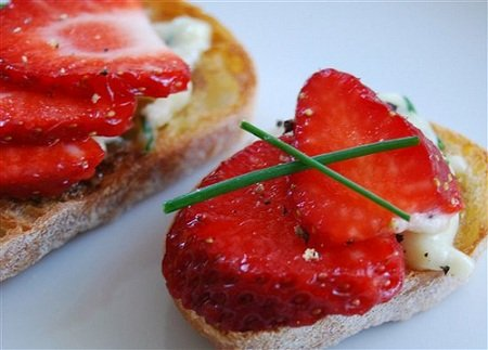 Strawberry Bruschetta with Goat Cheese