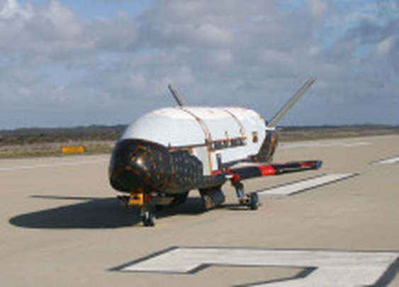 Unmanned Air Force space plane lands after secret mission | Cutting Edge - CNET News