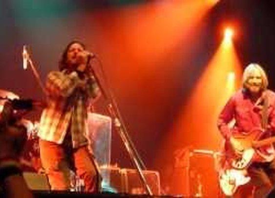 Tom Petty & Eddie Vedder The Waiting - Live HMH Amsterdam 2012      - YouTube