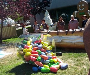Android 4.1 Jelly Bean monument appears on Google's lawn (update) | The Verge