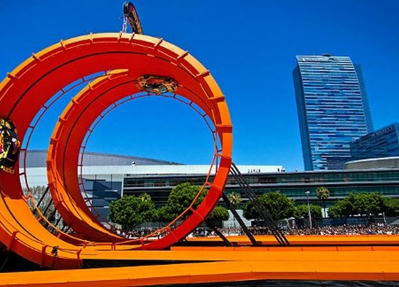 Tanner Foust, Greg Tracy pull off world record Hot Wheels Double Loop Dare - ESPN Los Angeles