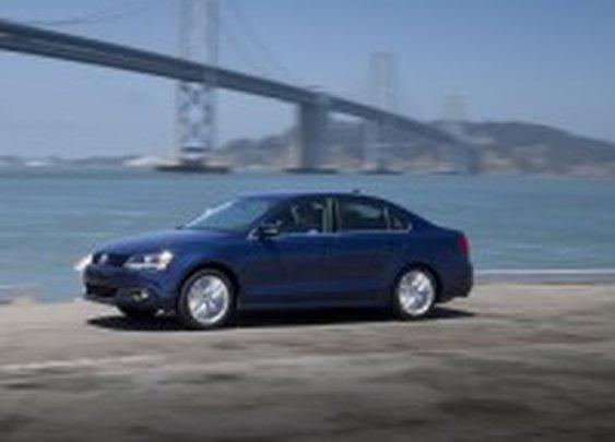 2013 Volkswagen Jetta Hybrid Fuel Economy Tops TDI | Nick Palermo