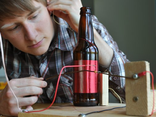 Bottle Radio — DIY How-to from Make: Projects