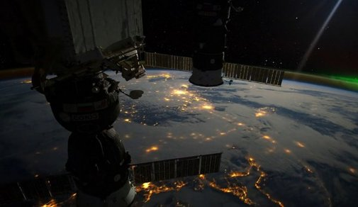 ISS Images Converted Into Beautiful Time-Lapse (video)