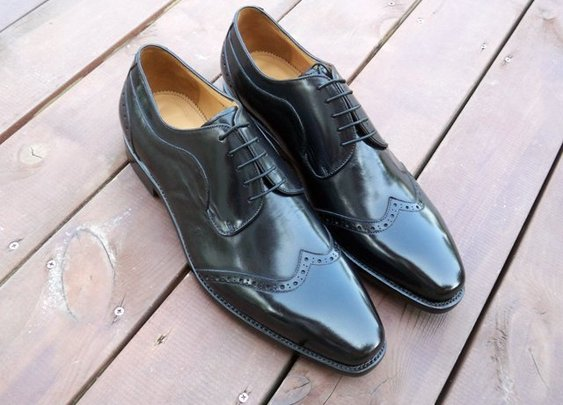 Handmade men wingtip shoes