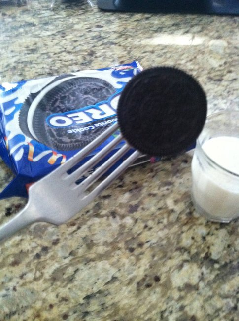 Stick a fork in your Oreo and never get your fingers wet. - Imgur