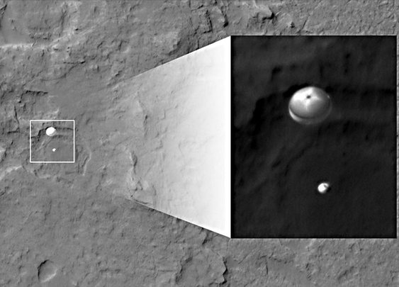Mars orbiter captures rover in midair