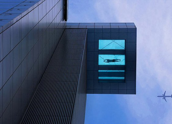 Glass-Bottom Pool Hangs Over Side Of 24-Story Hotel | Geekologie
