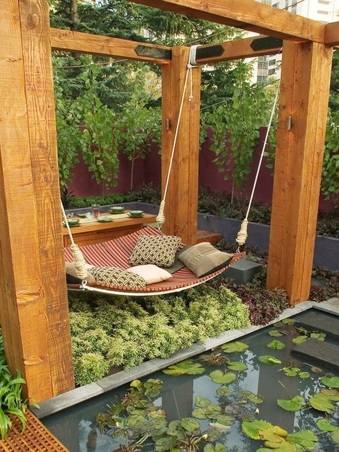 Perk Up Your Patio / Halfway Between a Hammock and a Daybed