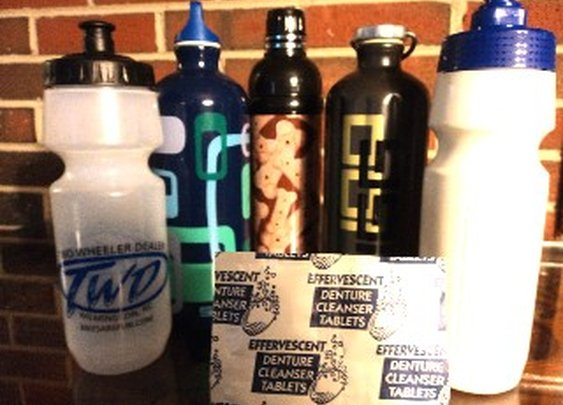 How to keep reusable water bottles clean