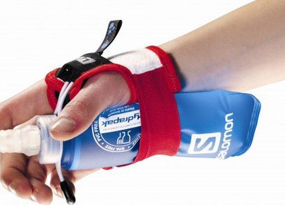 Salomon's hands-free water bottle gloves for runners