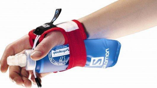 Salomon's hands-free water bottle gloves for runners