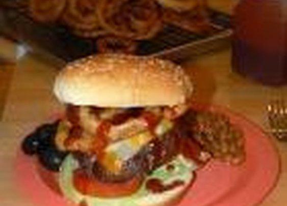 BBQ Pig 'n Cow Cheeseburger