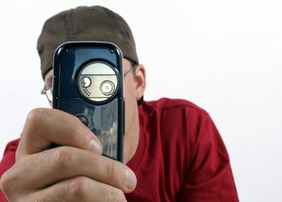 Smartphone app determines location, speed and direction of distant objects