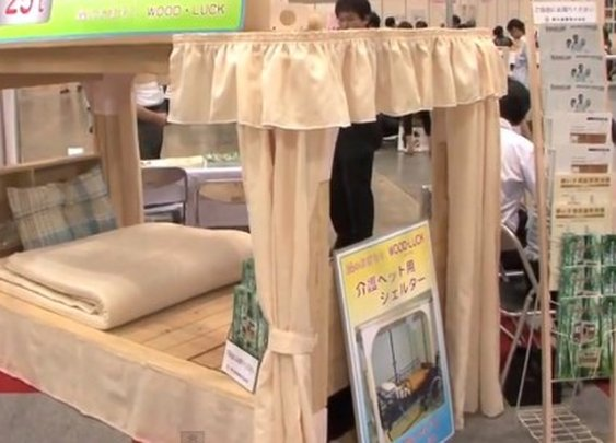 Earthquake-resistant bed can withstand 65 tons of falling debris