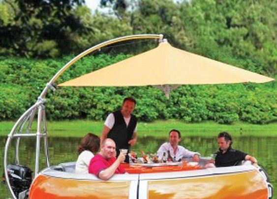 Barbecue Dining Boat: BBQ in Style | NomNomGadgets.com