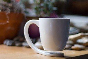 Floating Mug: No more stained surfaces   NomNomGadgets.com