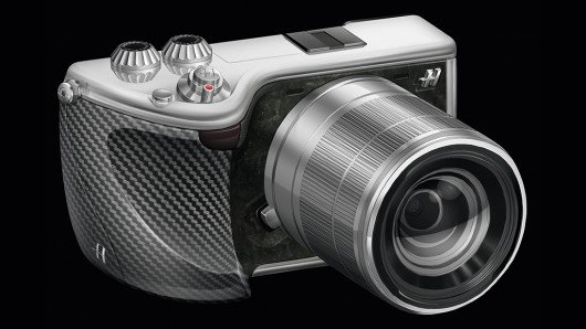 Hasselblad enters interchangeable lens mirrorless camera market with Lunar