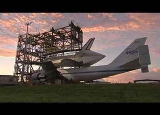 How NASA Mounts a Space Shuttle on an Airplane (video)
