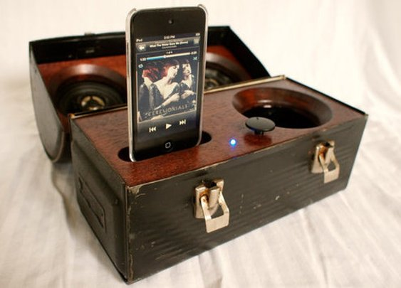 DIY Idea: Make a Portable Lunch Box Stereo