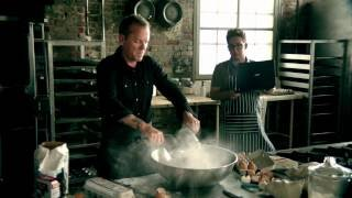 Dynamite Cupcakes - Kiefer Sutherland (Video)
