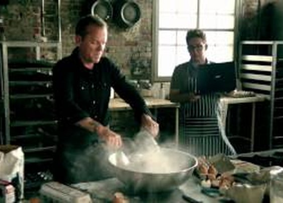 Dynamite Cupcakes - Kiefer Sutherland (Video)