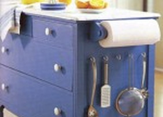 4 ways to Upcycle your old dresser into a kitchen island | FoodOddity