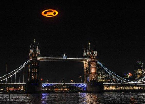 Amazing stunt to promote Halo 4 in UK  - UFO over London