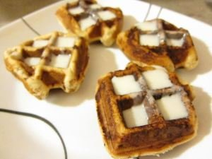 Belgian Waffle Cinnamon Rolls – Fat Guy Eats @ Home «
