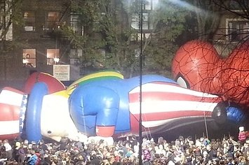 Spider-Man And Uncle Sam Get Intimate Before Macy's Parade - I had no idea they were so close!! Hehe.