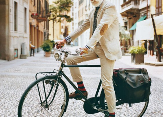 A gentlemanly cyclist.