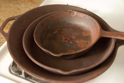 How To Clean and Season Old, Rusty Cast Iron Skillets | Apartment Therapy