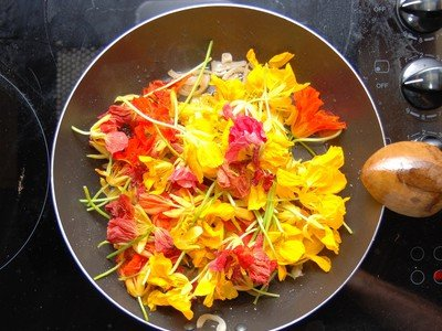 42 Flowers You Can Eat : TreeHugger